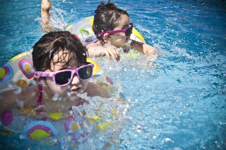 CONSUMUR presenta un decálogo de recomendaciones en las piscinas